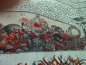 Fresque urbaine dans la cour du M.U.R. à paris, quartier de Belleville