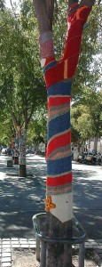 Arles yarn bombing ou tricot-graffiti photo bena